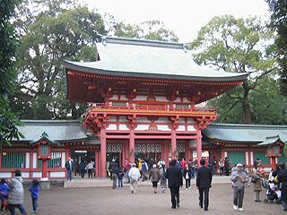 氷川神社の朱塗の楼門