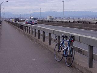 上江橋から望む秩父の山並み