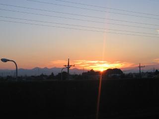 西上州の山に沈む夕日