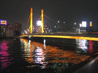 ライトアップされた新大橋