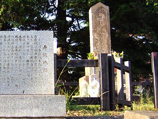 潮田出羽守資忠の墓碑