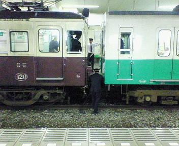 瓦町駅にて